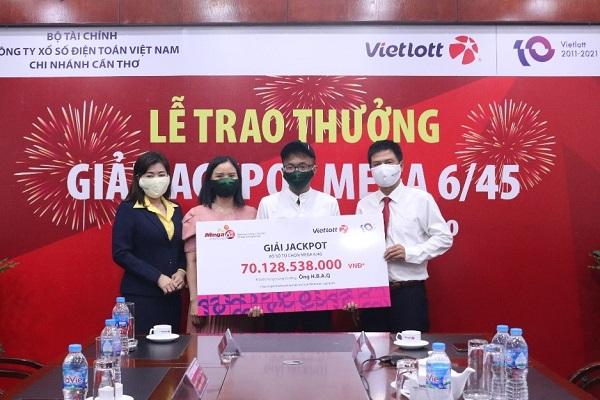 Nam thanh niên trúng Jackpot tại Cần Thơ ủng hộ 2 tỷ đồng đến các chương trình an sinh xã hội