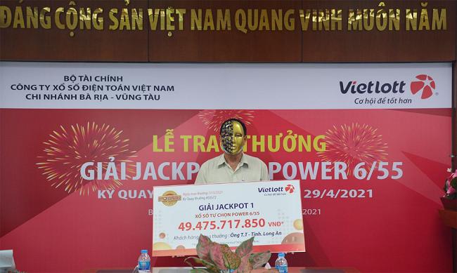 Người chơi trúng Jackpot tại Long An ủng hộ 200 triệu cho các chương trình An sinh xã hội