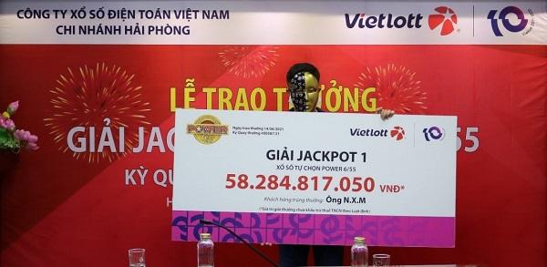 Tranh thủ mua vé số khi đi mua sắm tại Vinmart+ người chơi trúng Jackpot hơn 58 tỷ đồng