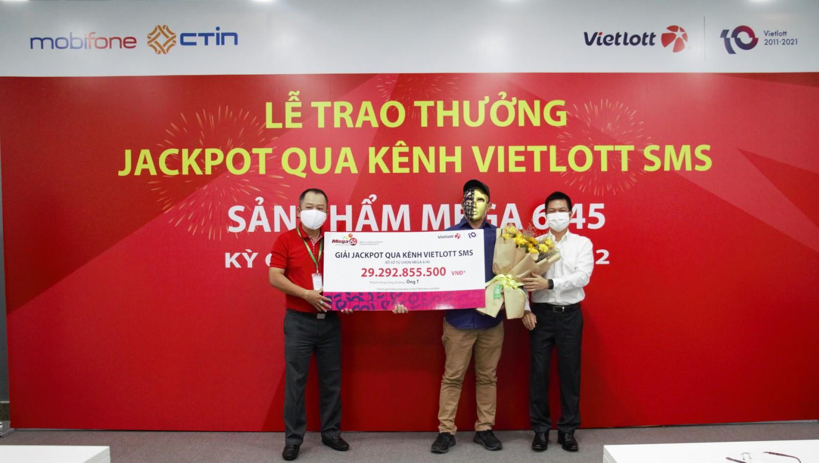 Thuê bao trúng Jackpot qua kênh Vietlott SMS  nhận giải trị giá gần 30 tỷ đồng