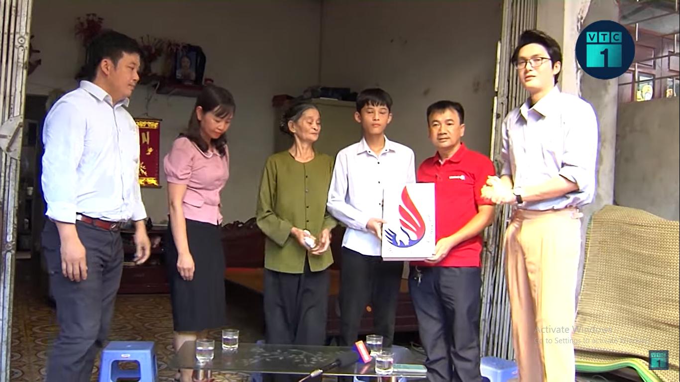 Cậu học trò mồ côi cha mẹ, học giỏi ở miền quê Khoái Châu, Hưng Yên