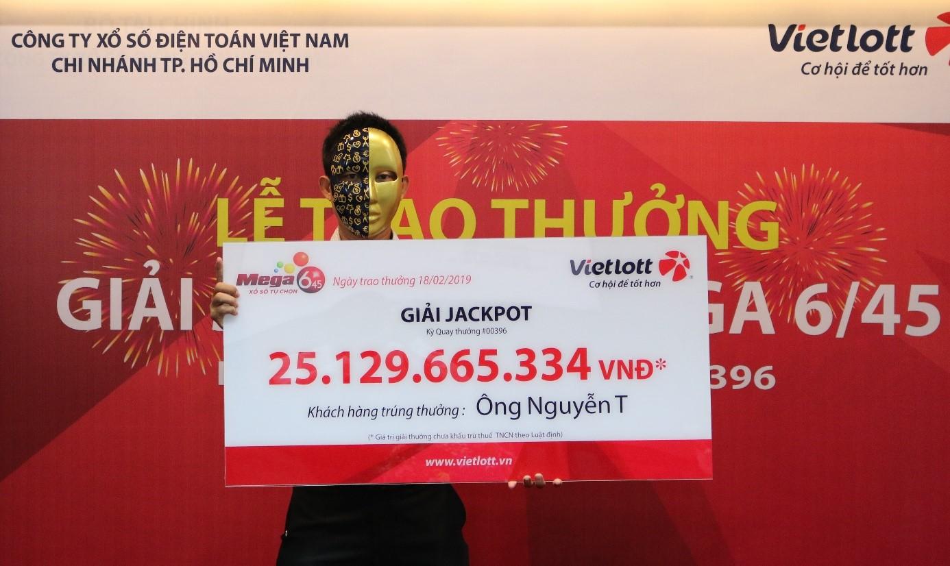 Vietlott trao giải Jackpot cho khách hàng thứ 3 trúng đợt Tết Nguyên Đán