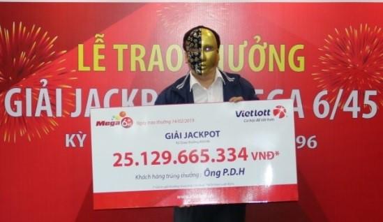 Ngày Thần tài, khách hàng nhận Jackpot Vietlott 25 tỷ đồng