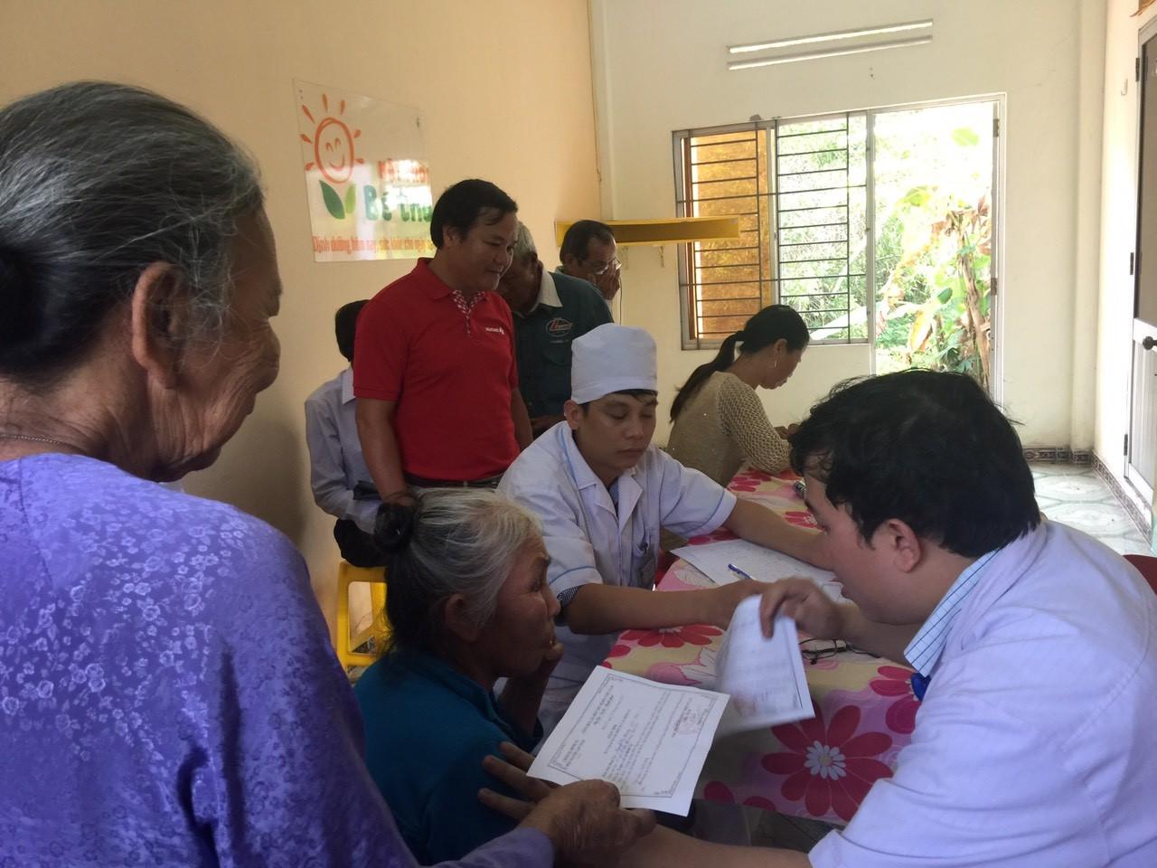 """Vietlott cùng chương trình """"Mắt sáng"""" của đem đến cơ hội cho người cao tuổi tại tỉnh Quảng Nam"""