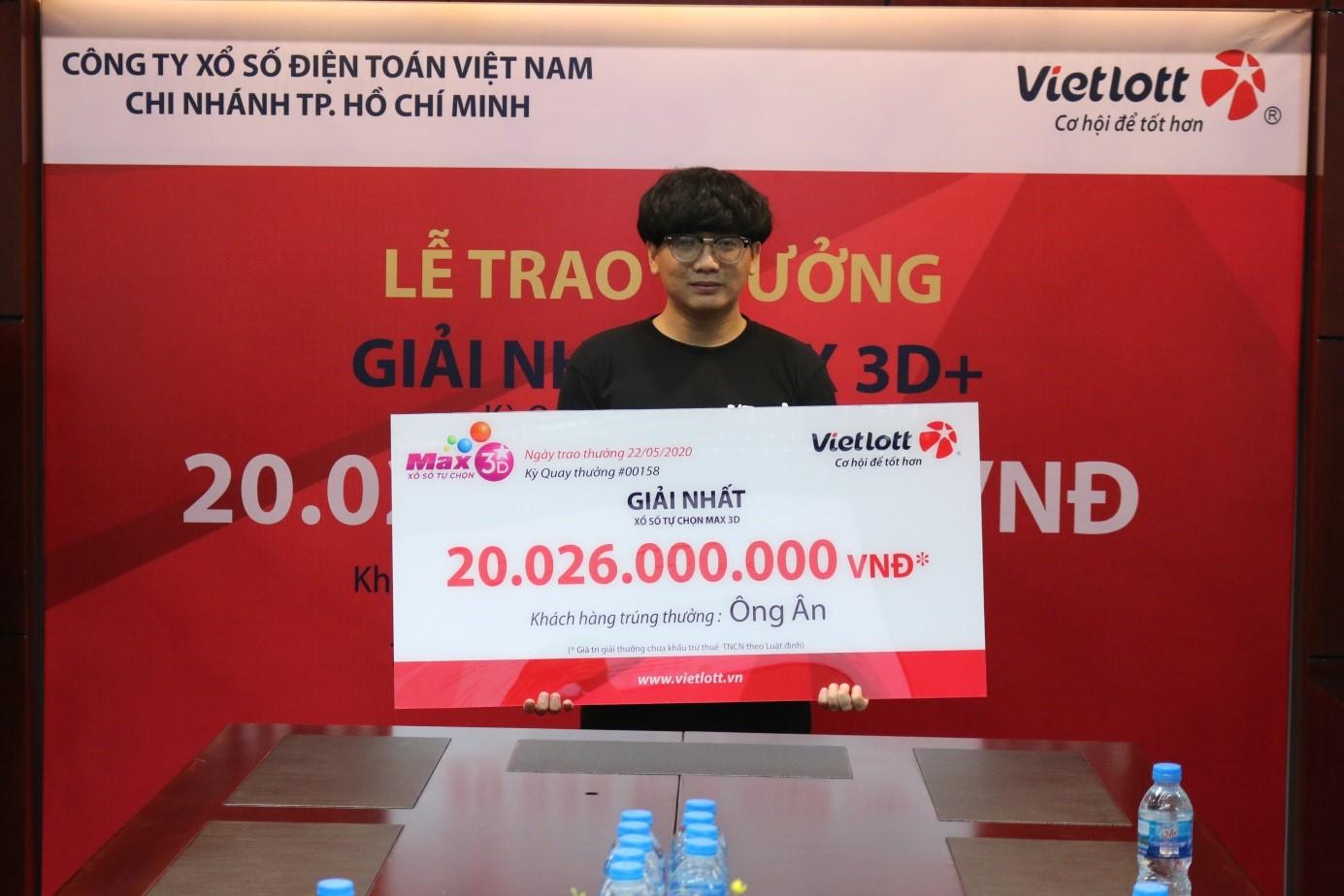 Vietlott trao giải lớn kỷ lục sản phẩm Max3D+ trị giá 20 tỷ đồng cho người trúng thưởng không đeo mặt nạ
