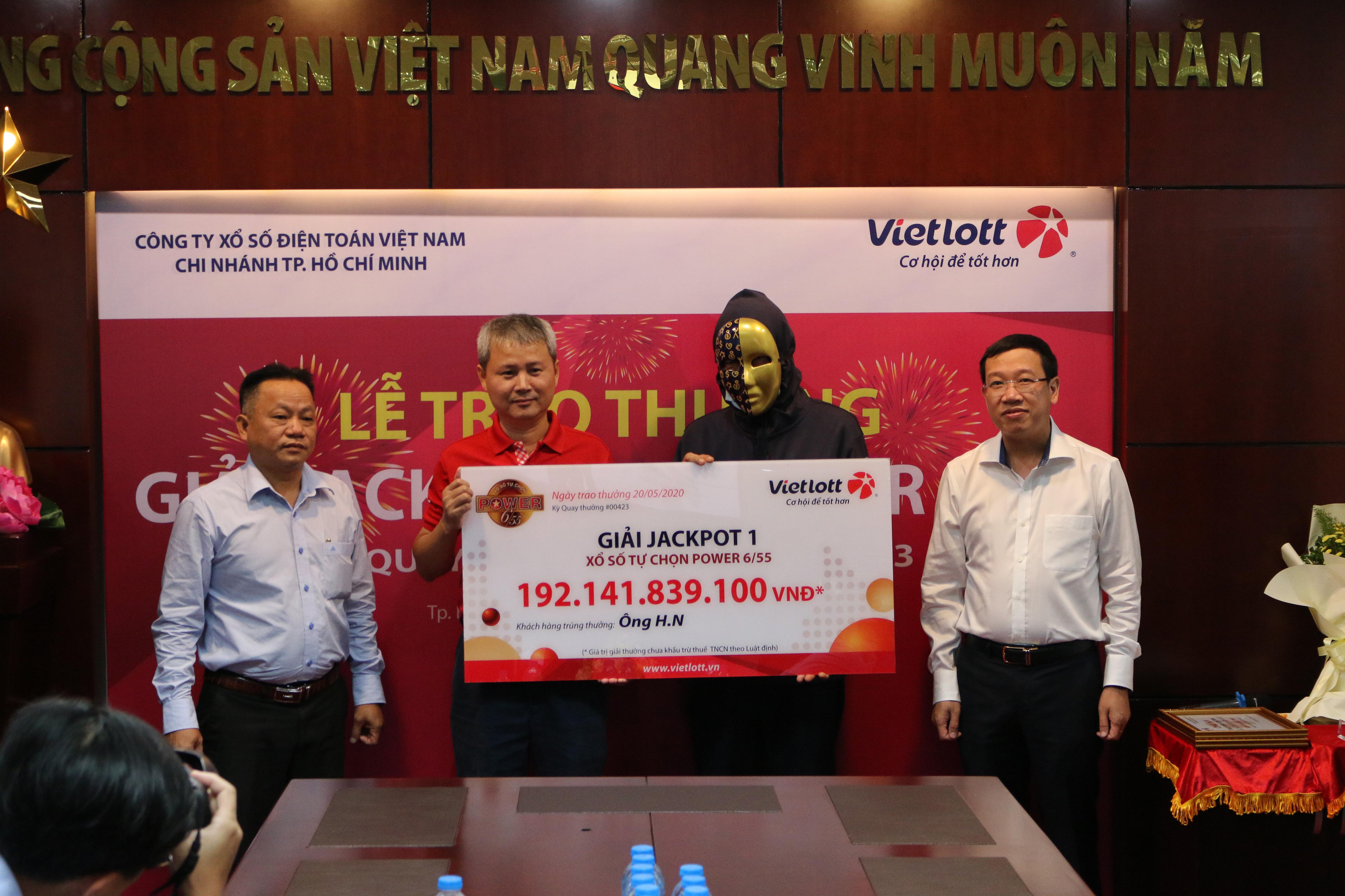 Vietlott trao giải lớn thứ hai lịch sử xổ số Việt Nam với hơn 192 tỷ đồng