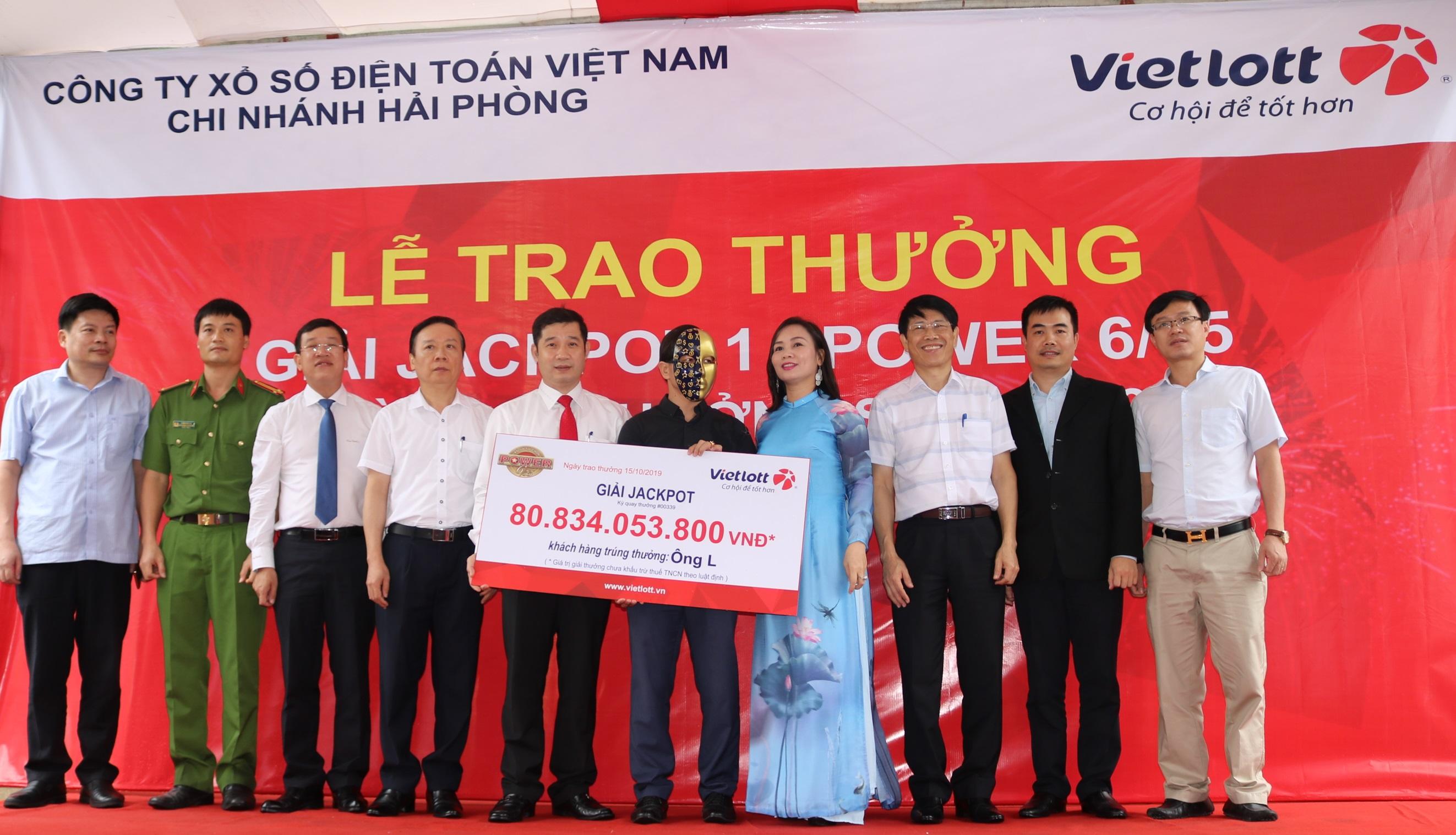 Trung thành dãy số suốt 1 năm, khách Nghệ An trúng Jackpot hơn 80 tỷ đồng