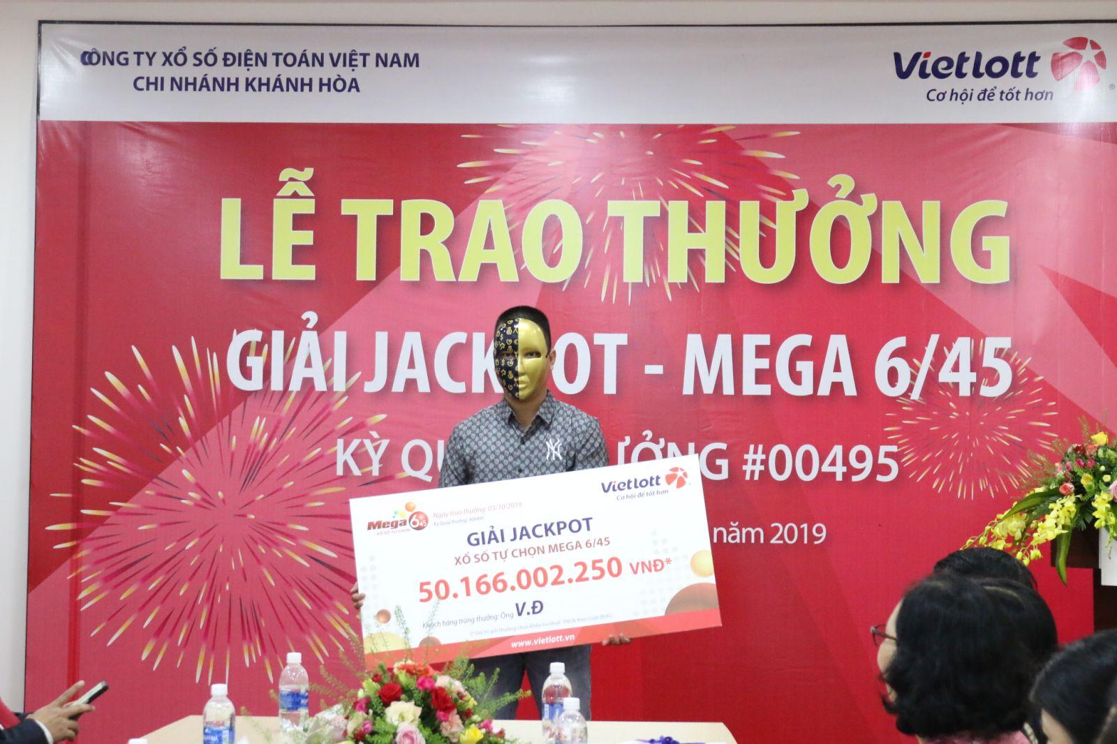 Vietlott trao giải cho khách hàng thứ 2 của giải Jackpot gần 100 tỷ