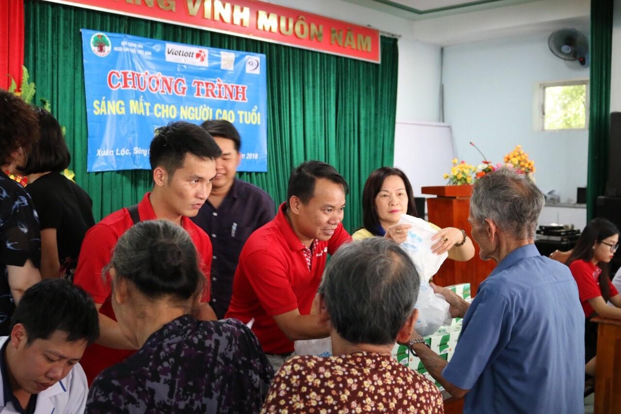Vietlott chăm sóc sức khỏe cho người cao tuổi tại Phú Yên